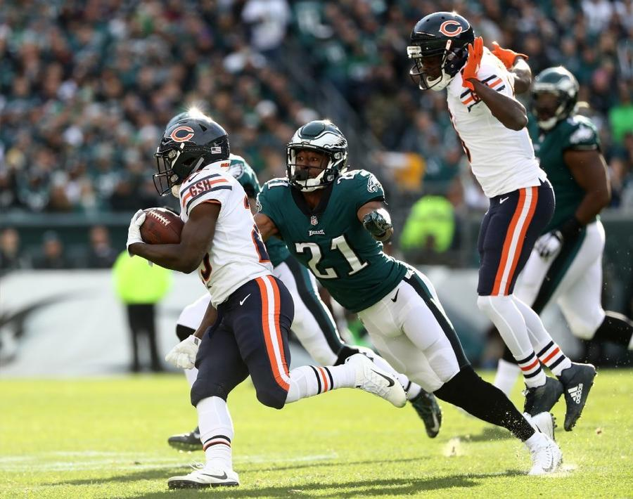 Bears running back Tarik Cohen carries the ball against the Eagles during the first half of a game at Lincoln Financial Field. (Elsa Garrison / Getty Images)