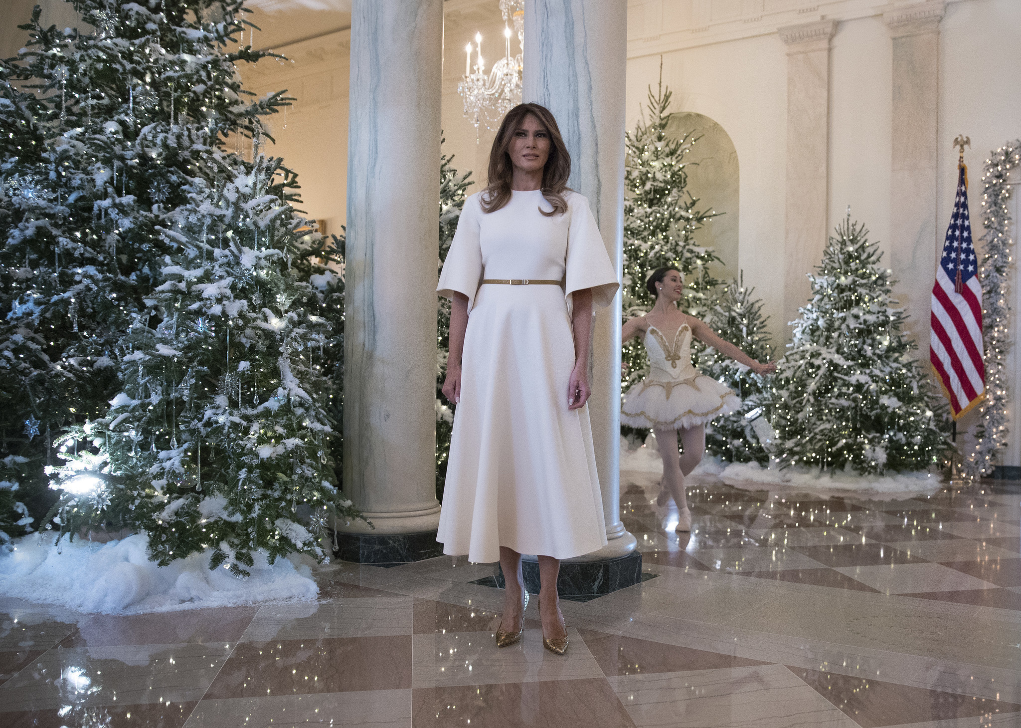 first lady melania trump goes with traditional christmas decor for white house orlando sentinel - Melania Christmas Decor