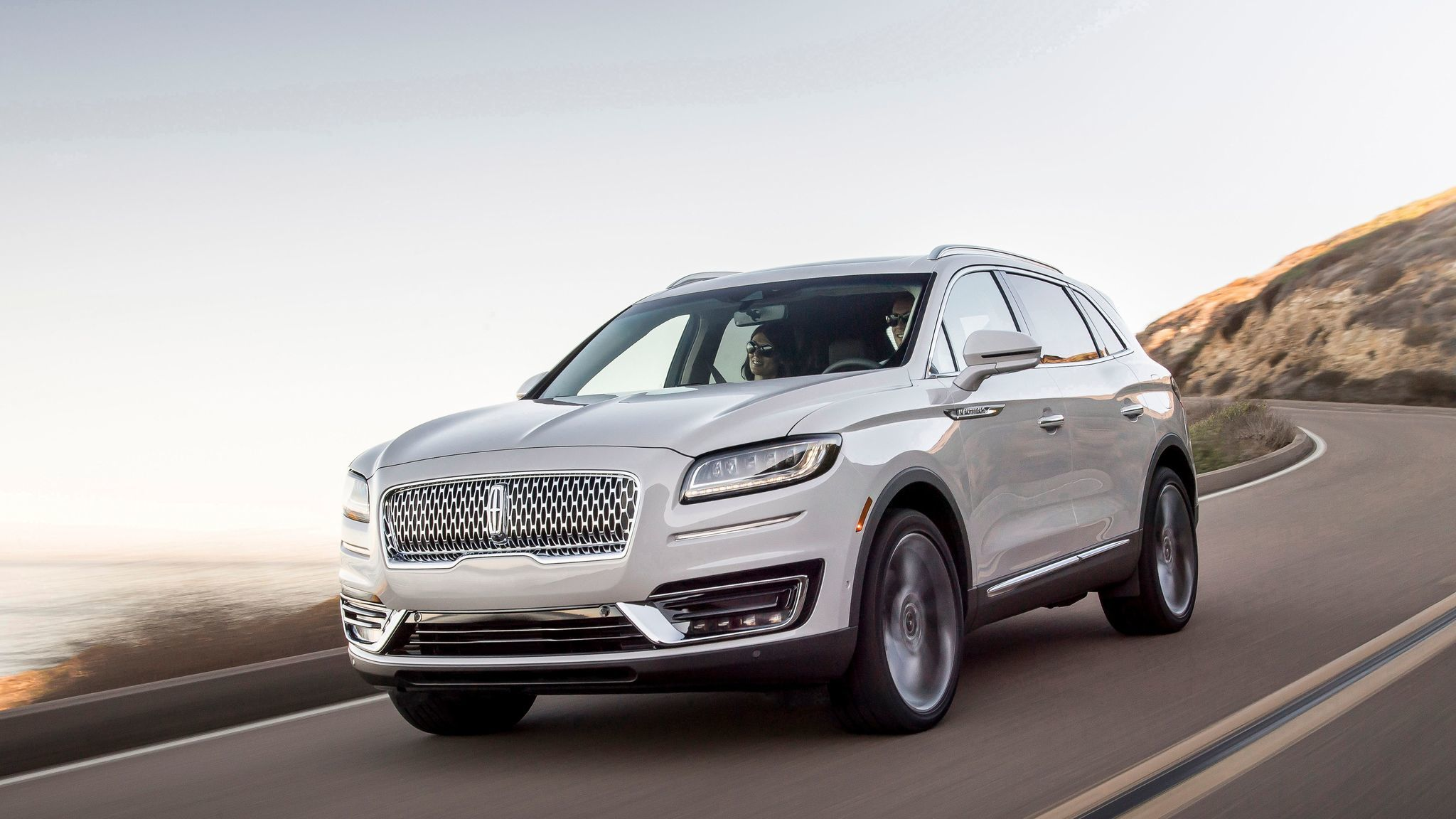 Lincoln returns to full model names, turning 'MKX' into 'Nautilus'