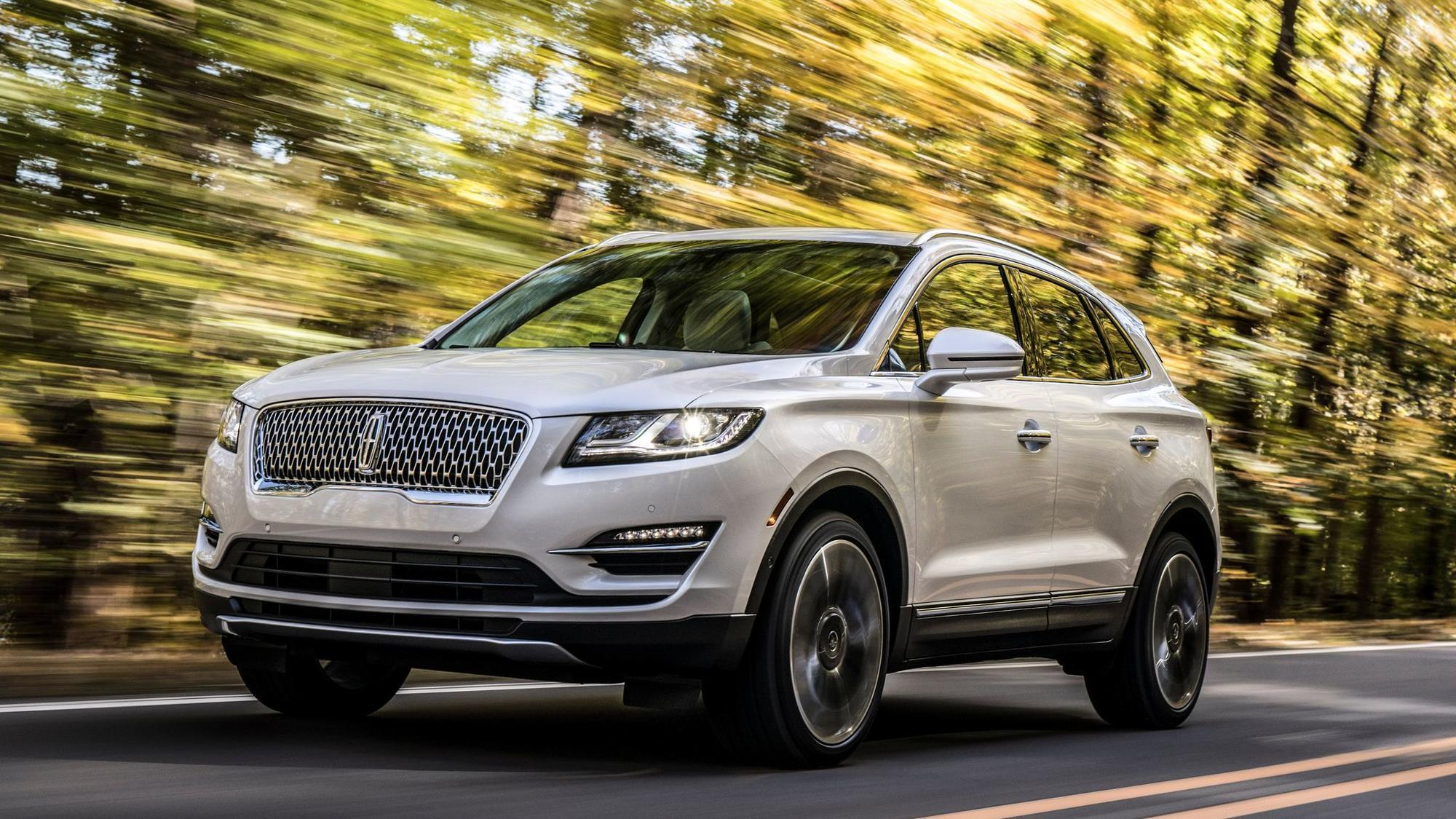 L A Auto Show 2017 Lincoln Doubles Down On Small Suvs La Times