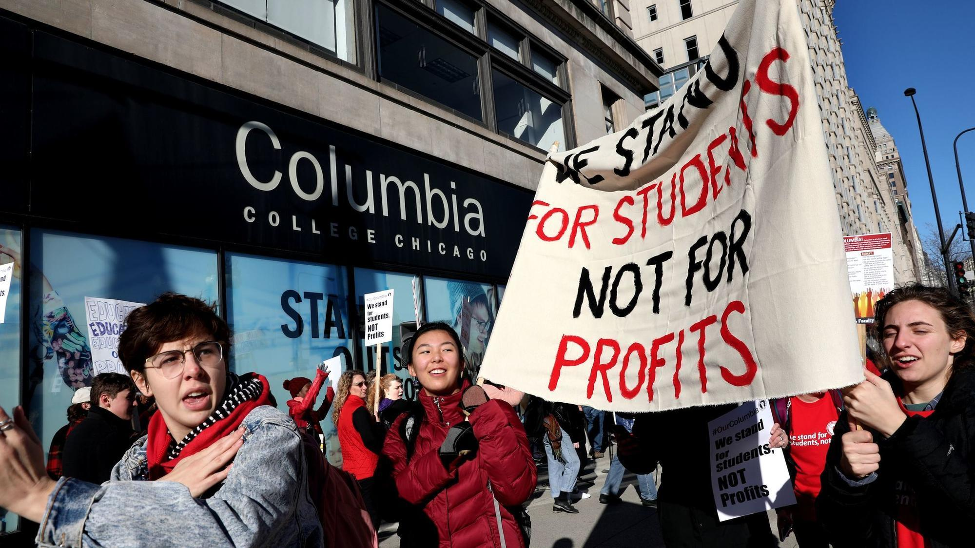 Part-time faculty at Columbia College begin strike, hit picket line in the Loop