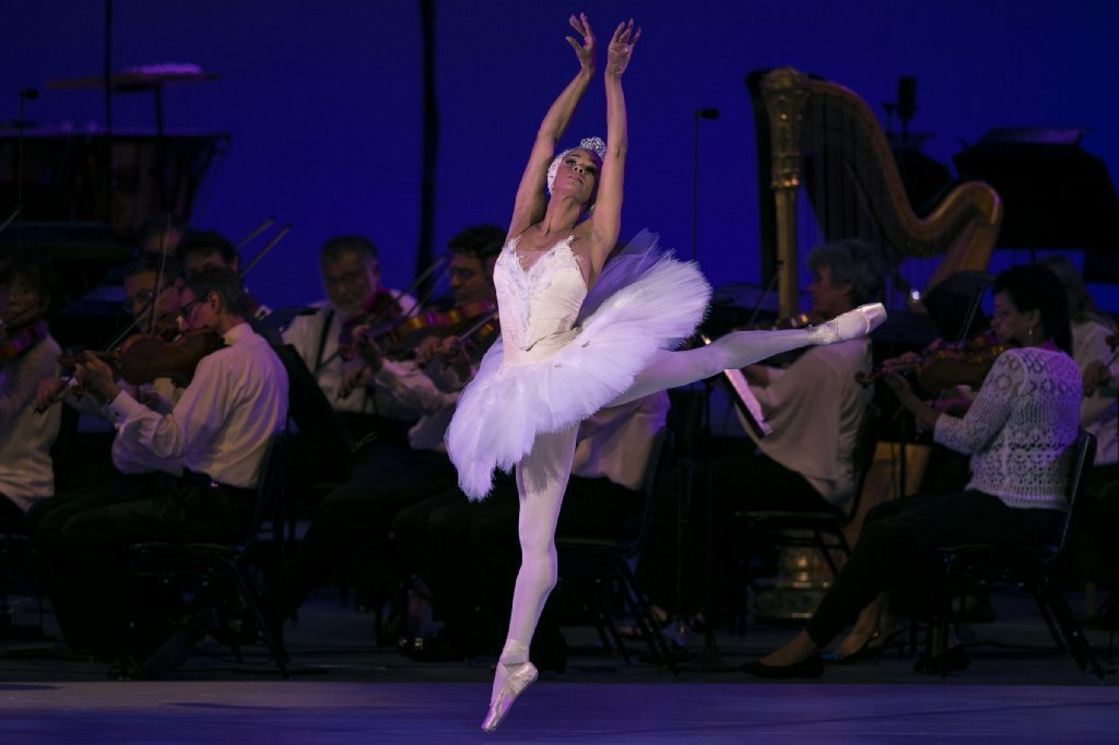 Misty Copeland performs 'Odette's Solo' from Thaikovsky's Swan Lake at the Hollywood Bowl on July 11, 2017.