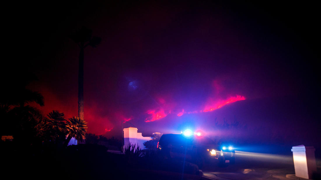 Hasil gambar untuk New evacuation orders issued for Carpinteria and Montecito as Thomas fire again rages out of control