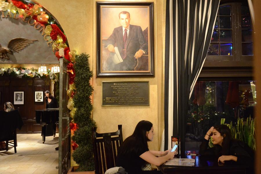 The inn's Presidential Lounge. (Christopher Reynolds/Los Angeles Times)