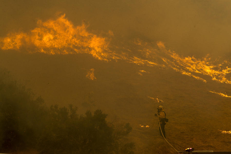 Videos Of Wildfires Reaching Sepulveda Pass Threatening Getty Center