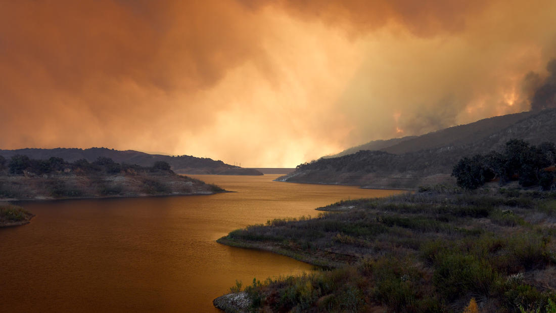 Smoke from the Thomas fire hovers over Lake Casitas near Ojai. (Michael Owen Baker / For the Times)