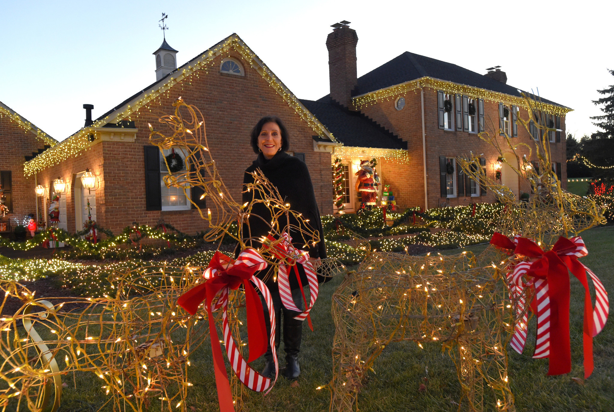 Baltimore Area Homes That Go All Out With Holiday Light Displays Dancingledchristmaslightcircuit Sun