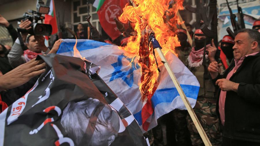 Palestinians burns flags