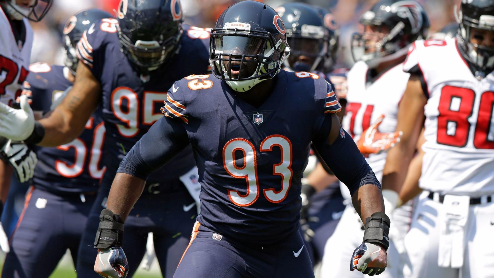 Ct-spt-bears-sam-acho-man-of-year-20171207