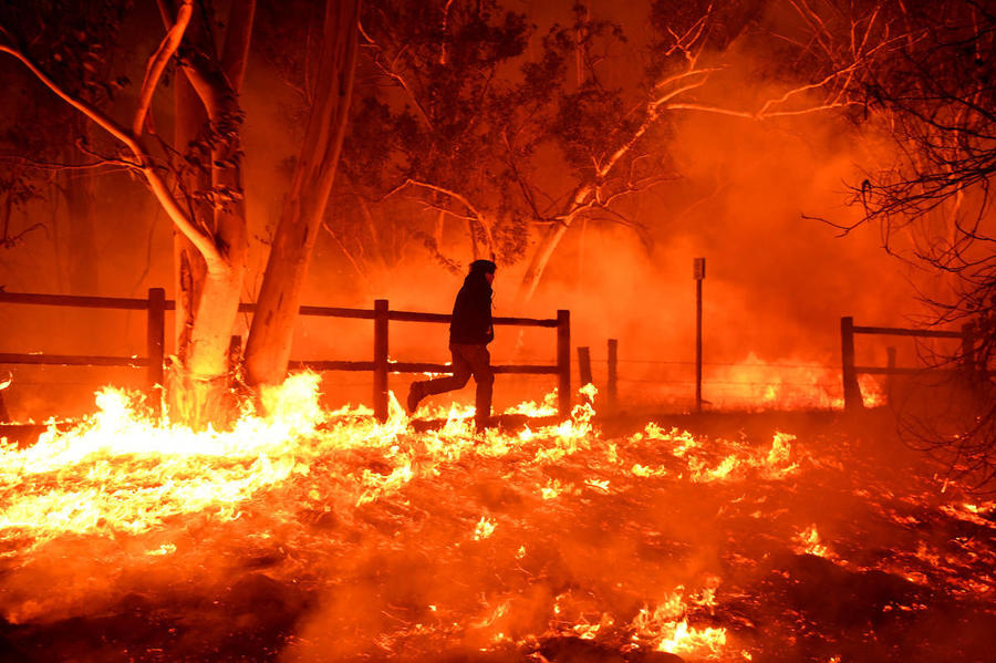 Ventura County Fire Live >> Authorities urge residents to wear masks outside amid 'hazardous' air conditions from Thomas ...