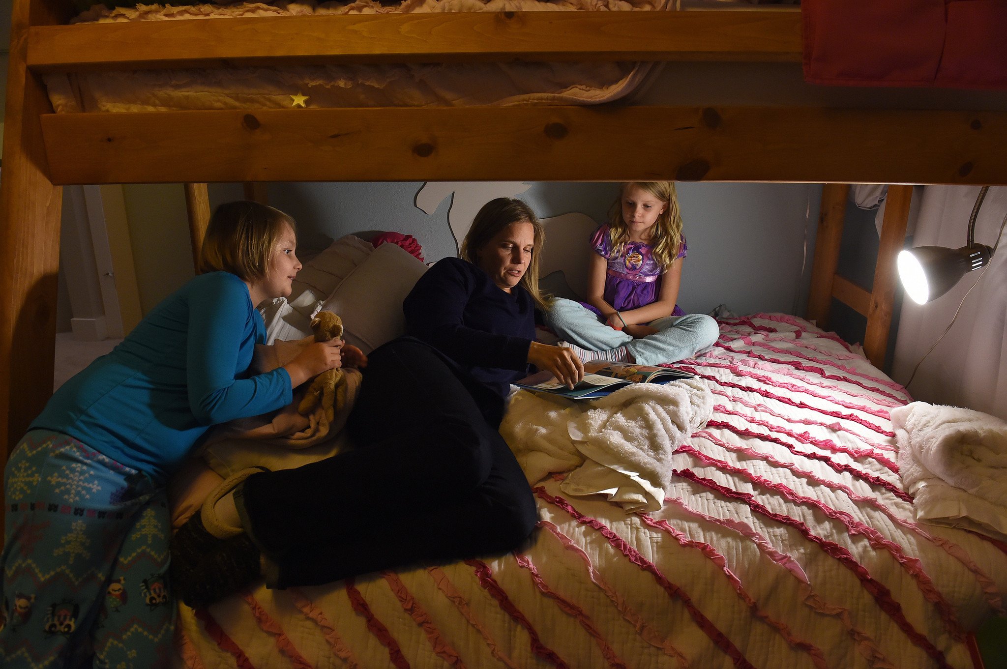 Alissa Parker reads to her daughters, Madeline, 9, left, and Samantha, 8, in Samantha