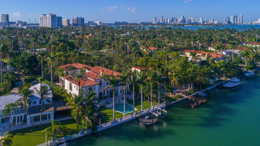Известный бейсболист Майк Пьяцца продает свою виллу в Майами-Бич