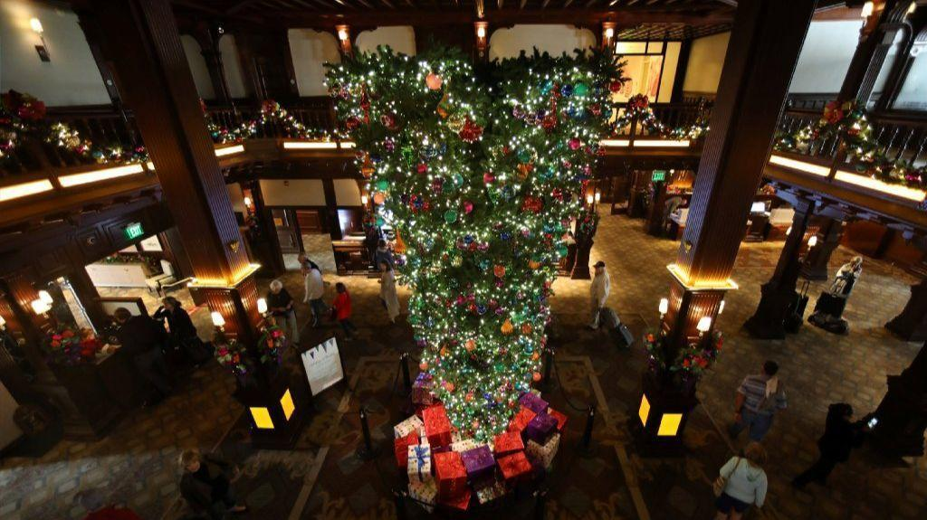 how do you feel about upside down christmas trees the san diego union tribune - Upside Down Christmas Tree Decorated