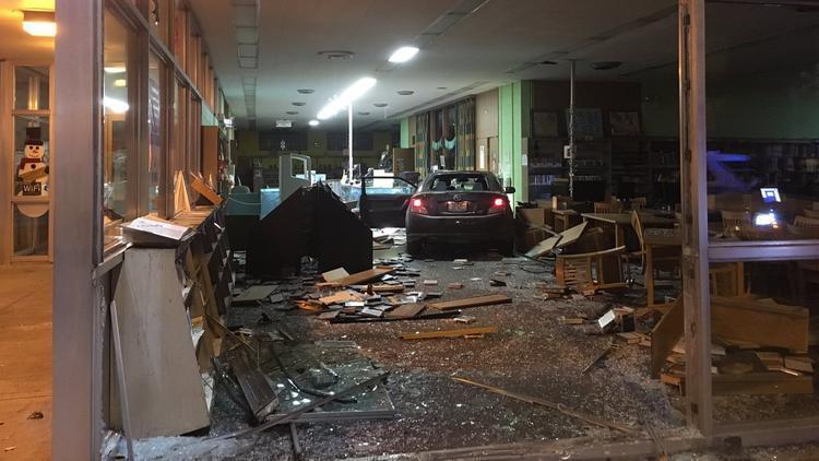 Ct-hoy-nino-resulta-herido-en-auto-robado-que-se-estrello-al-ser-baleado-20171213