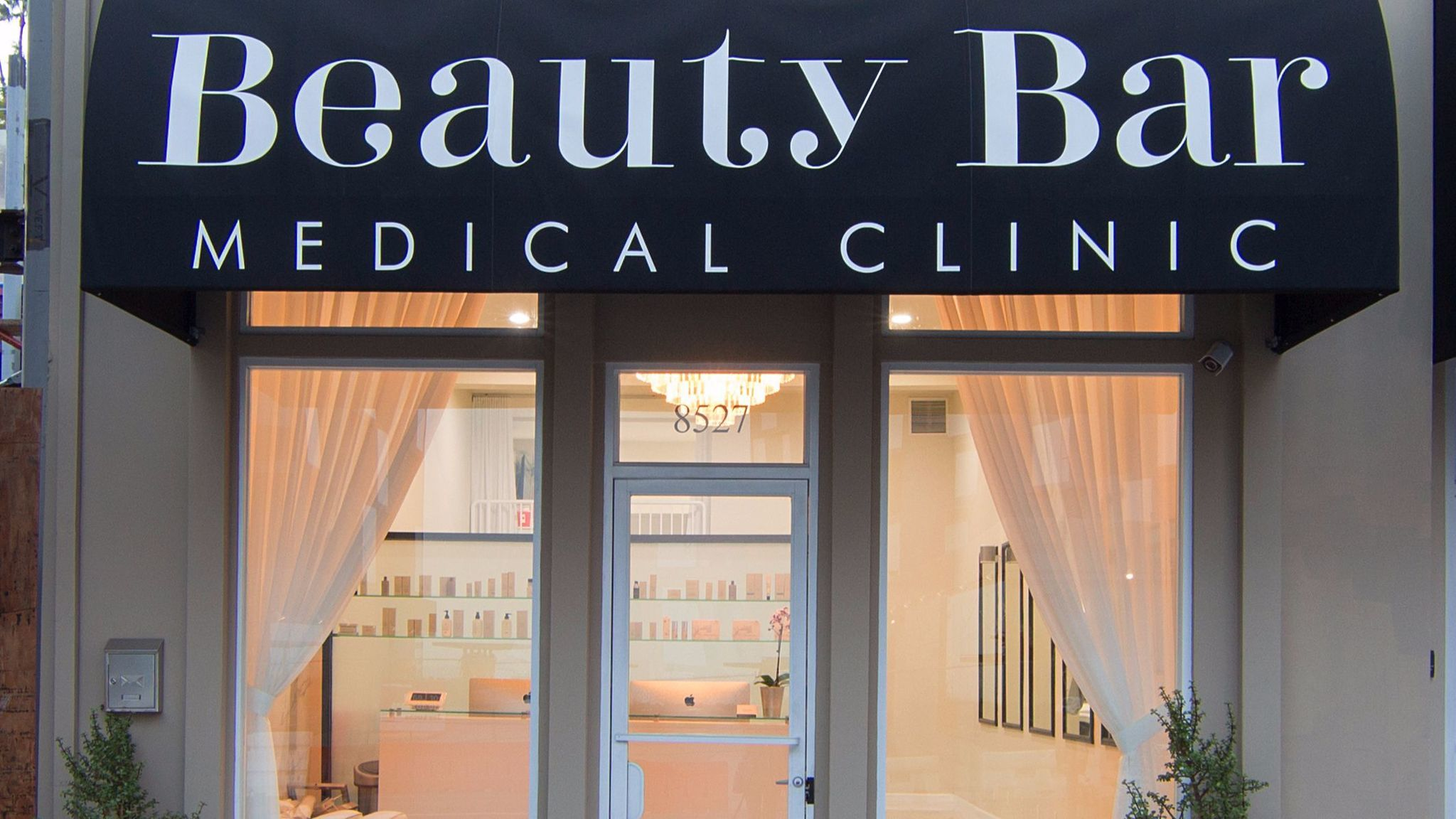 The Beauty Bar Medical Clinic in West Hollywood offers a HydraFacial which promises almost immediate