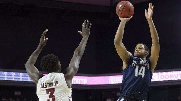 College basketball roundup: Villanova looks like top team in rout