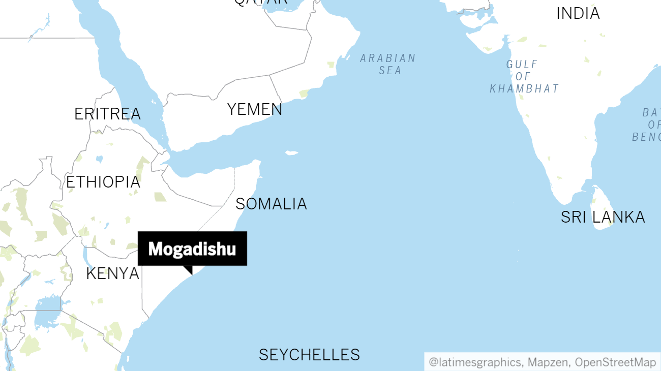 Suicide bomber kills 17 at Somali police academy