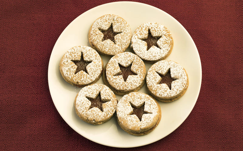 Linzer cookies with persimmon filling