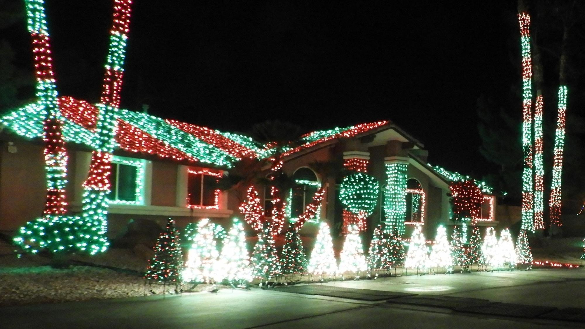 Las vegas 39 best holiday light display a hypnotist 39 s for When does las vegas decorate for christmas