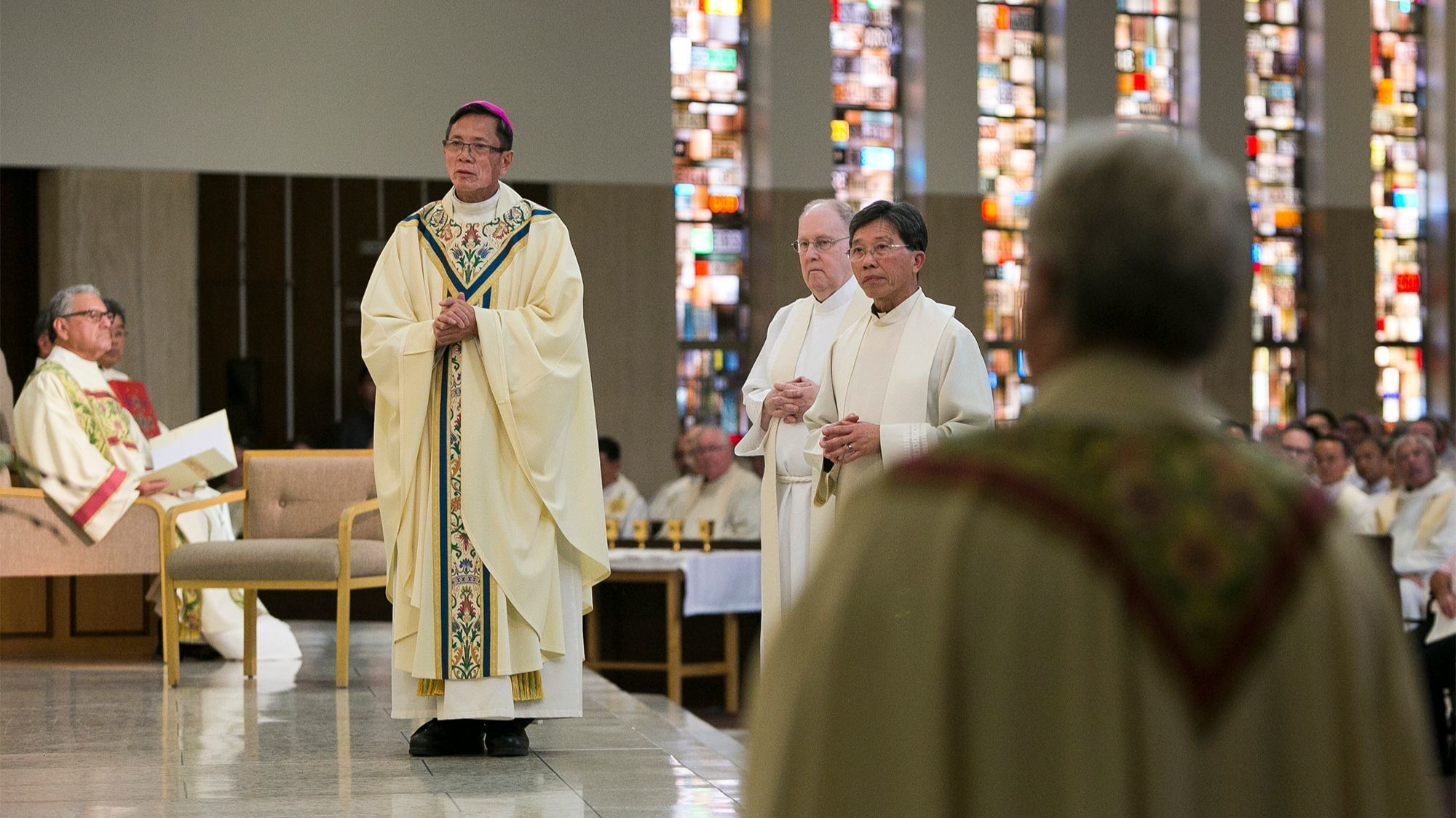 New bishop ordained to be a 'bearer of light' to O.C.'s Vietnamese Catholics | The Los Angeles Times