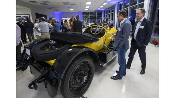 Vintage and classic automobiles find a spotlight at new Newport Beach showroom | The Los Angeles Times