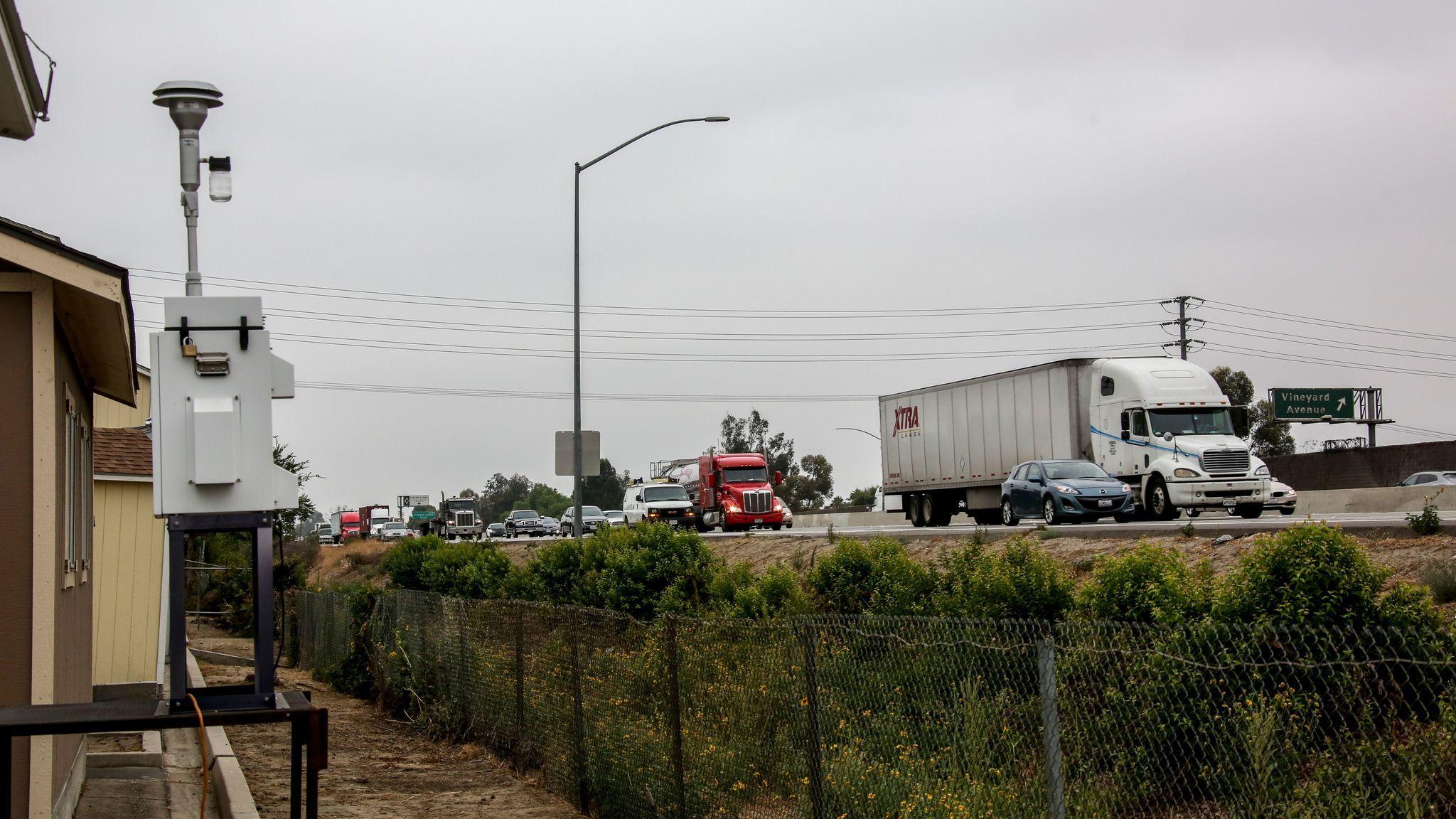 Freeway pollution monitor