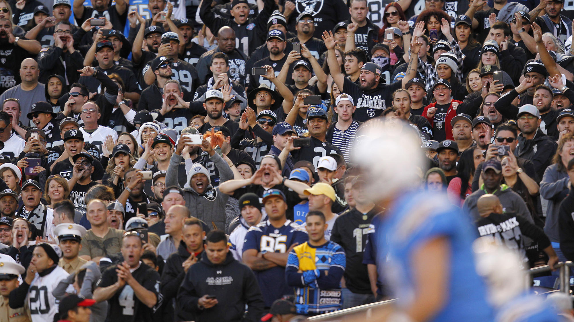 Sd-sp-chargers-raiders-season-finale-20171230
