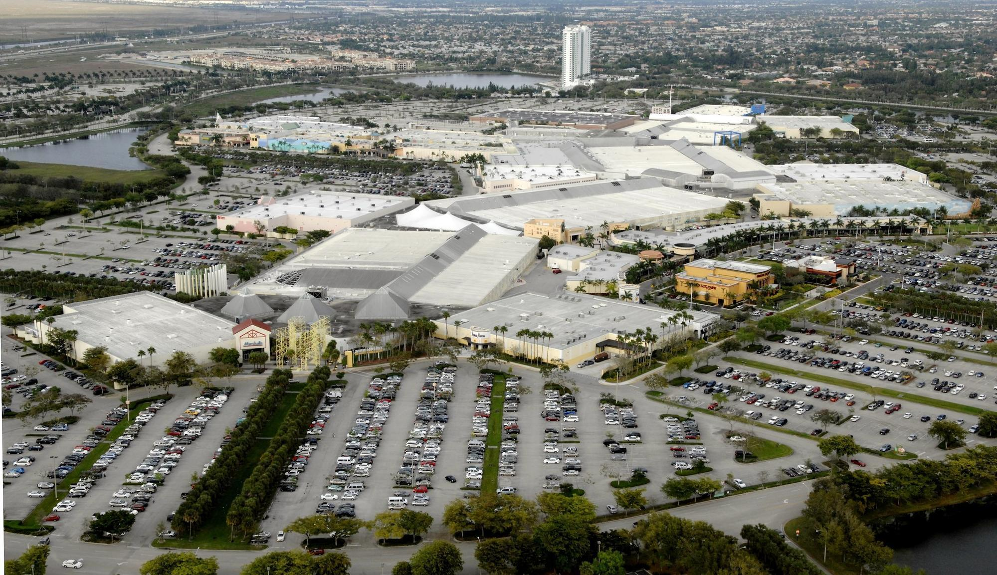Fireworks at Sawgrass Mills mall likely were distraction ...