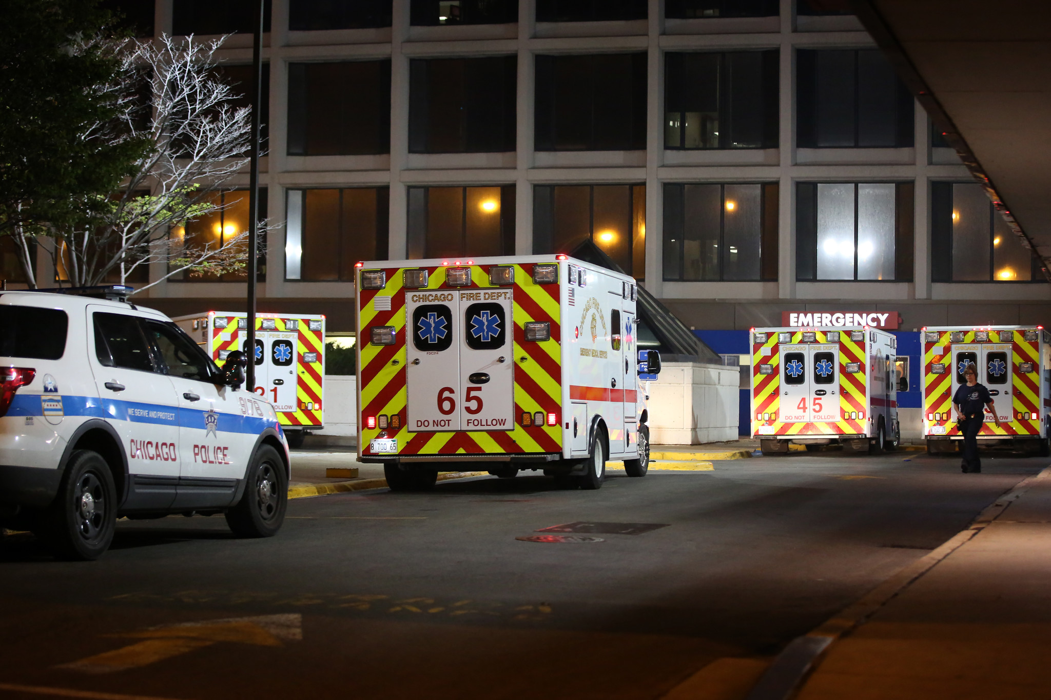 Robbery suspect dies after taken into custody by Chicago police