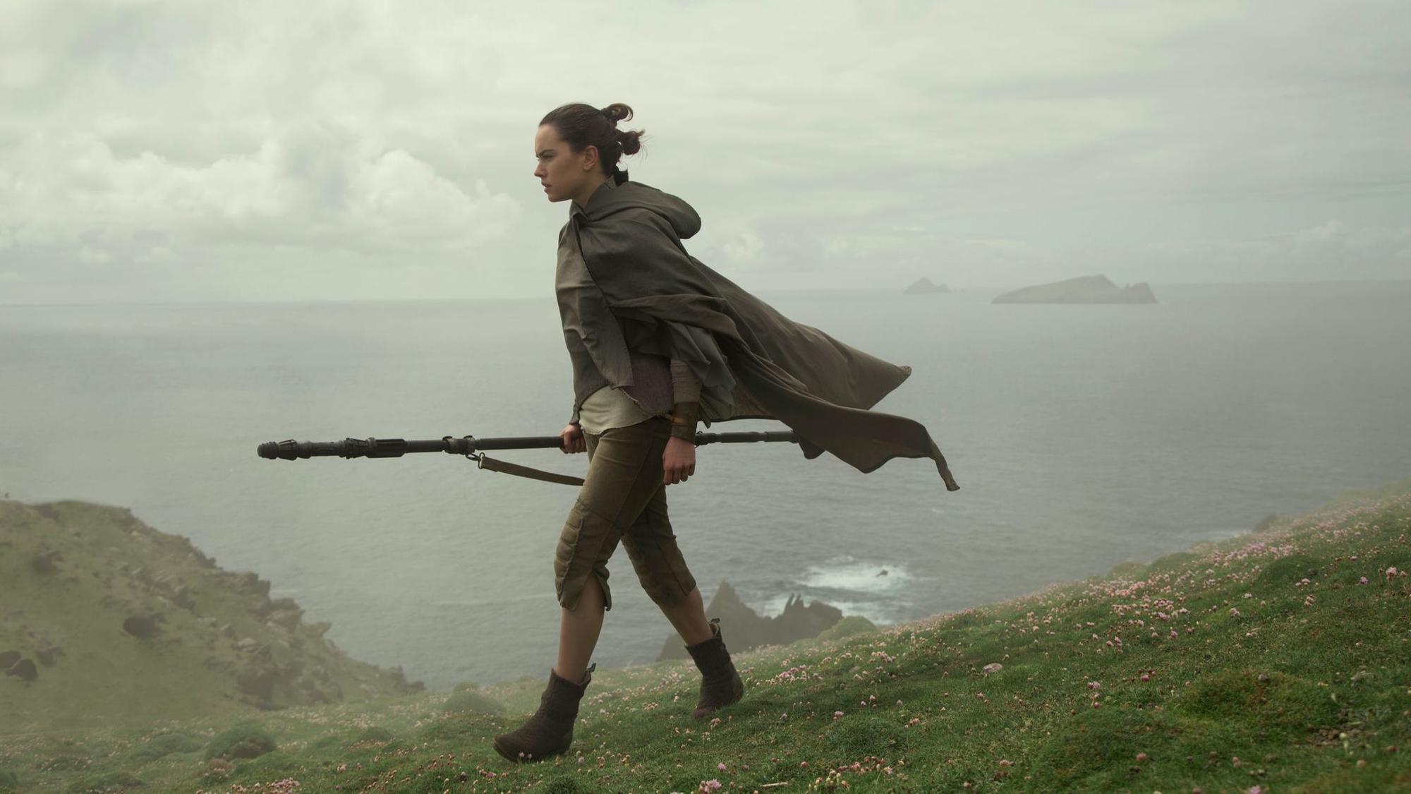 A Star Wars trifecta Last Jedi wins holiday box office