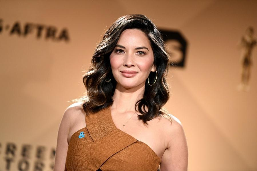 After announcing the SAG Award nominations last month, Olivia Munn will host the Critics' Choice Awards on Jan. 11. (Emma McIntyre / Getty Images)