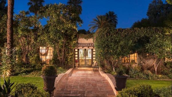 'Malcolm in the Middle' star Frankie Muniz bids adieu to desert hacienda