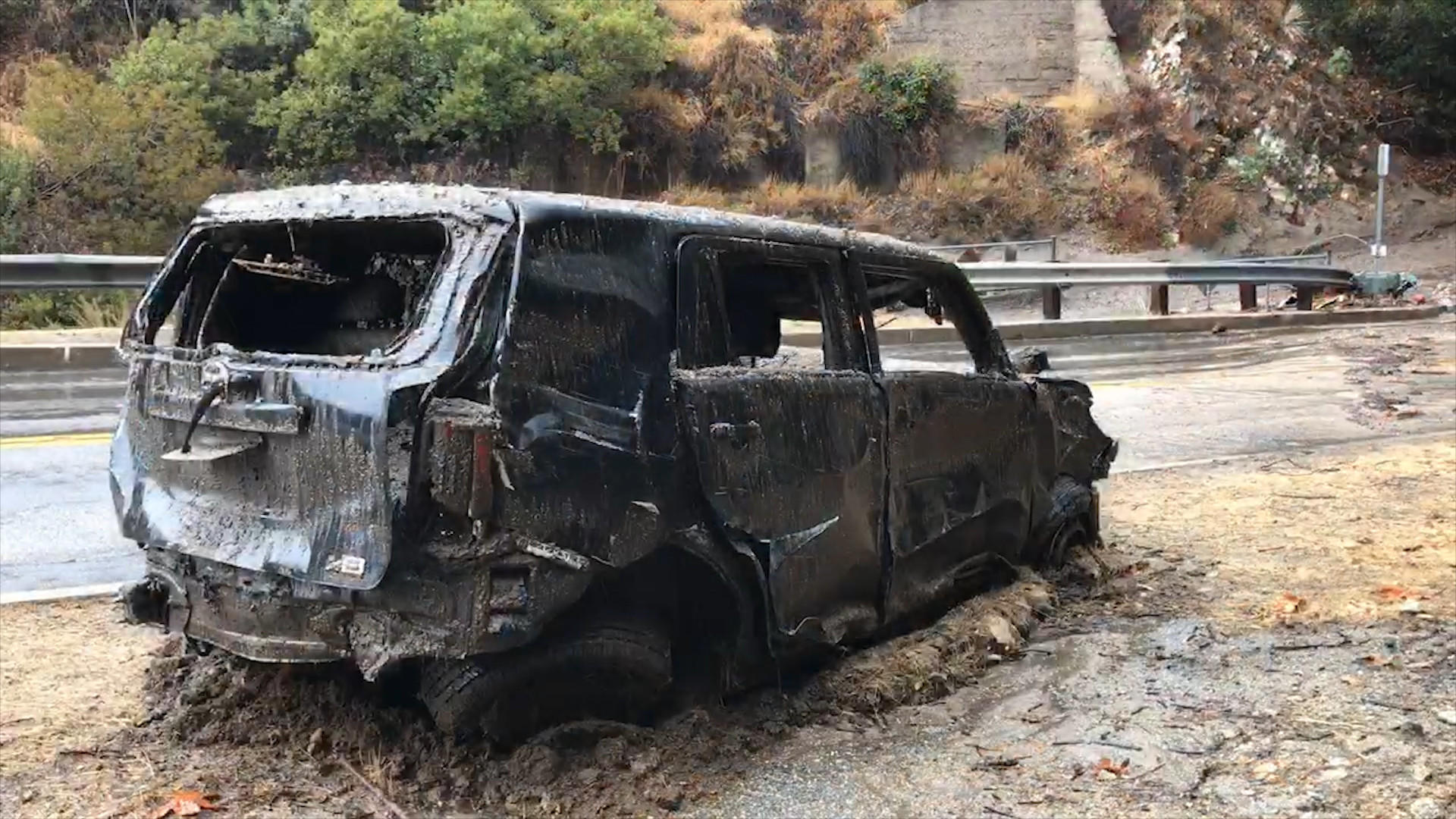 Storm triggers flooding, mud flows and freeway closures throughout Thomas fire burn area