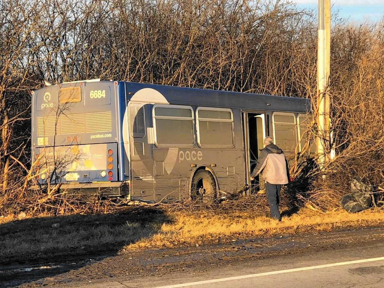3 injured as Pace bus veers off roadway into North Chicago woods