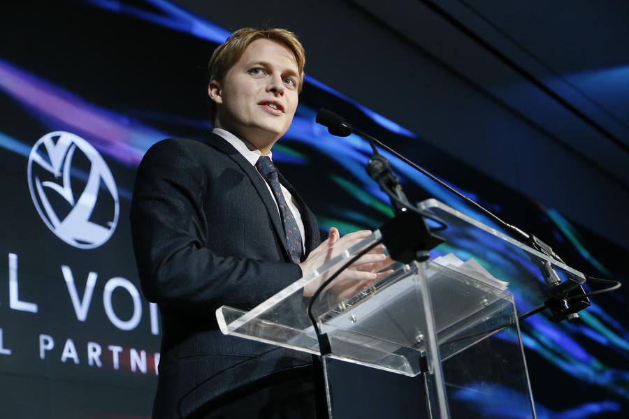 Ronan Farrow signs 3-year deal with HBO