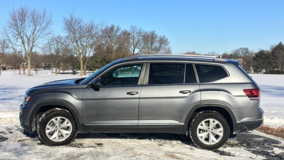 2018 volkswagen atlas carries 3 row suv class on its shoulders sun sentinel. Black Bedroom Furniture Sets. Home Design Ideas