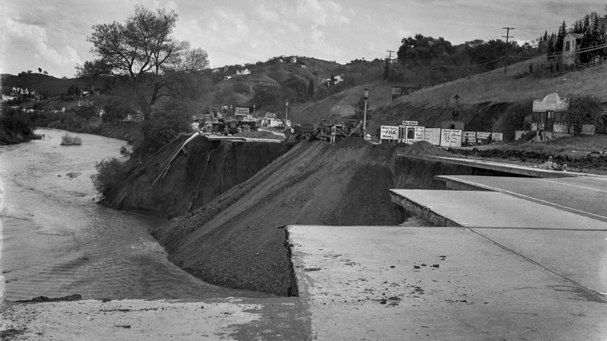 March 7, 1938: Los Angeles city engineering crews fill in 300-yard section of Ventura Boulevard near