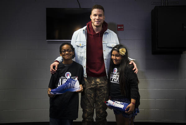 Clippers y LAUSD se unen para dar lentes a los estudiantes