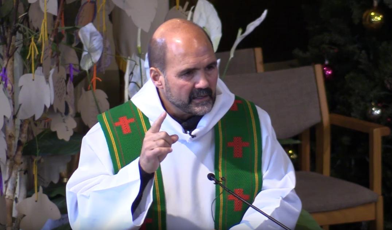 Ct-sacerdote-de-chicago-ayuna-por-daca-20180116