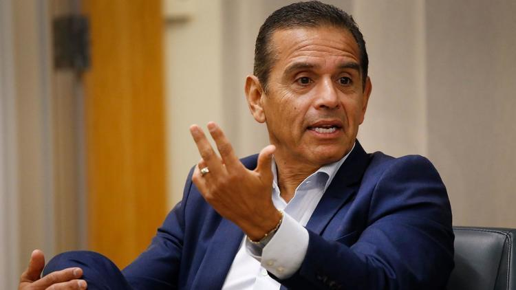 Villaraigosa leads among Latino voters in new poll, but a significant number are undecided