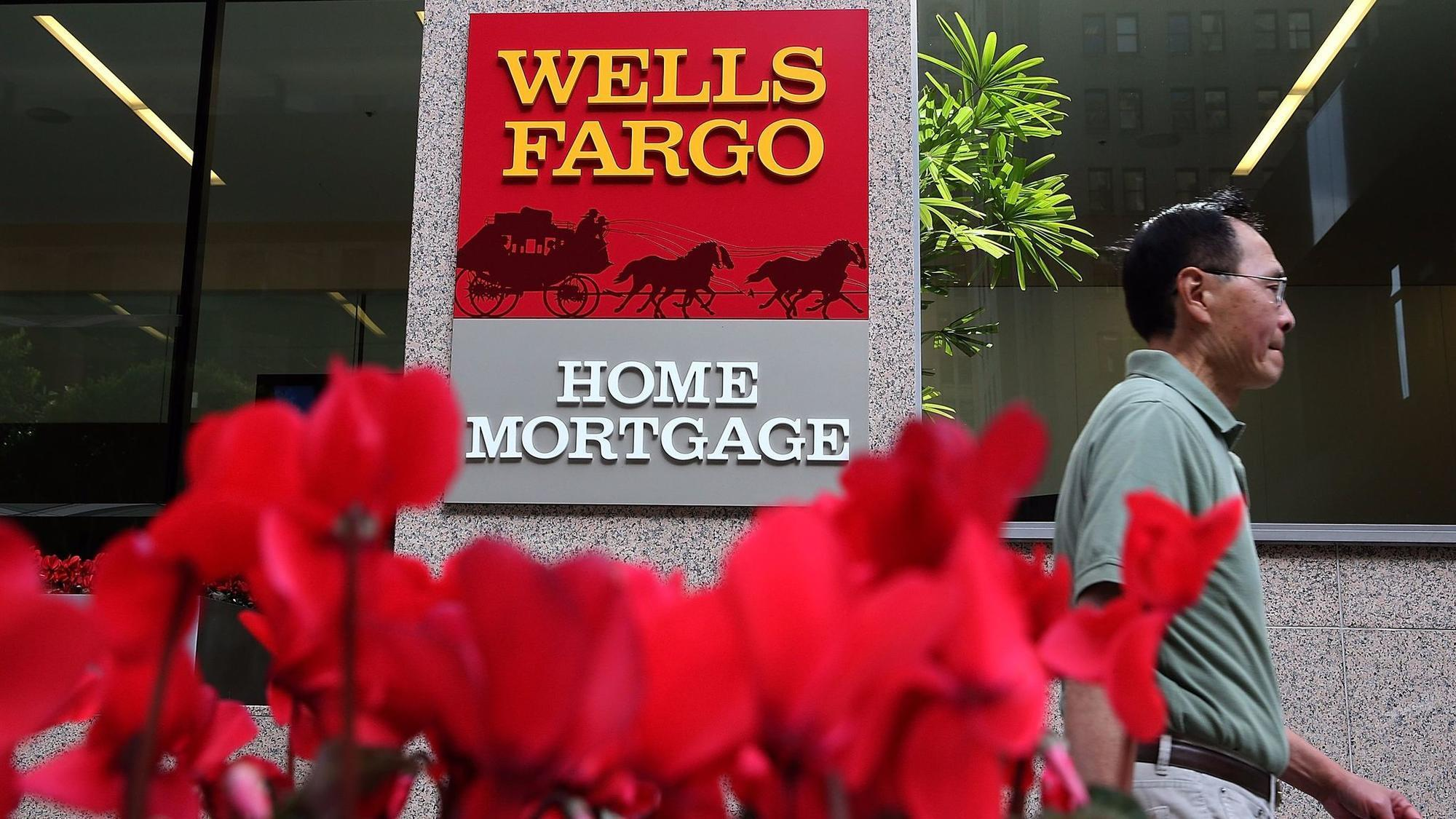 Former banker sues Wells Fargo, says he blew whistle on mortgage practices