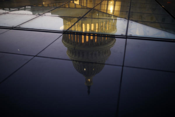 Senate schedules late-night vote, but no deal to avert government shutdown