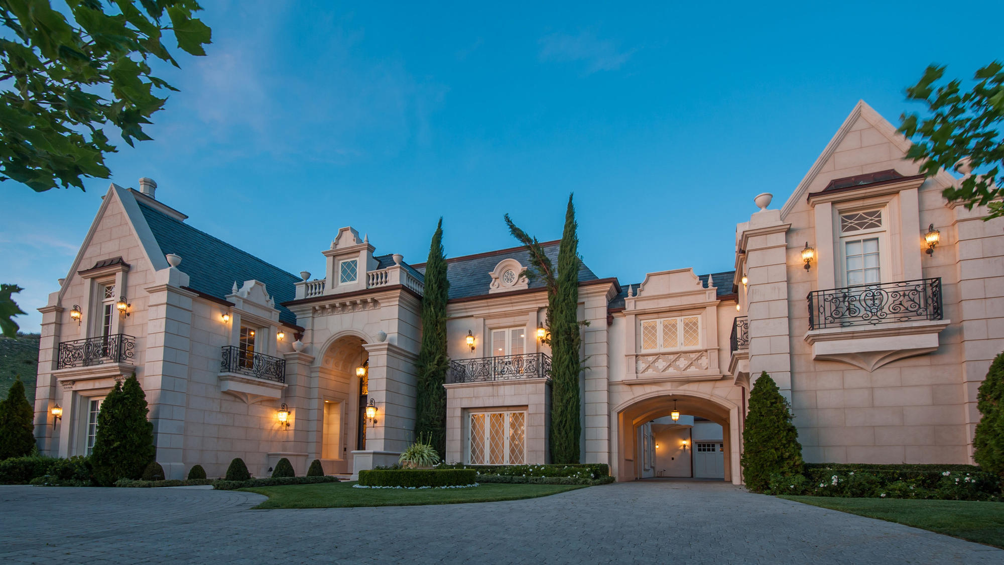 'Dark Knight' producer Thomas Tull seeks $85 million for epic compound in Thousand Oaks