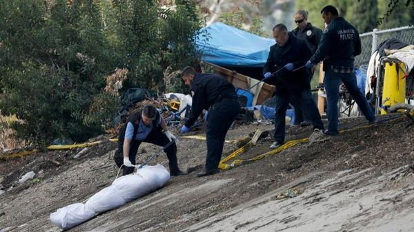 Shooting at homeless camp in Highland Park leaves 1 dead, 1 wounded