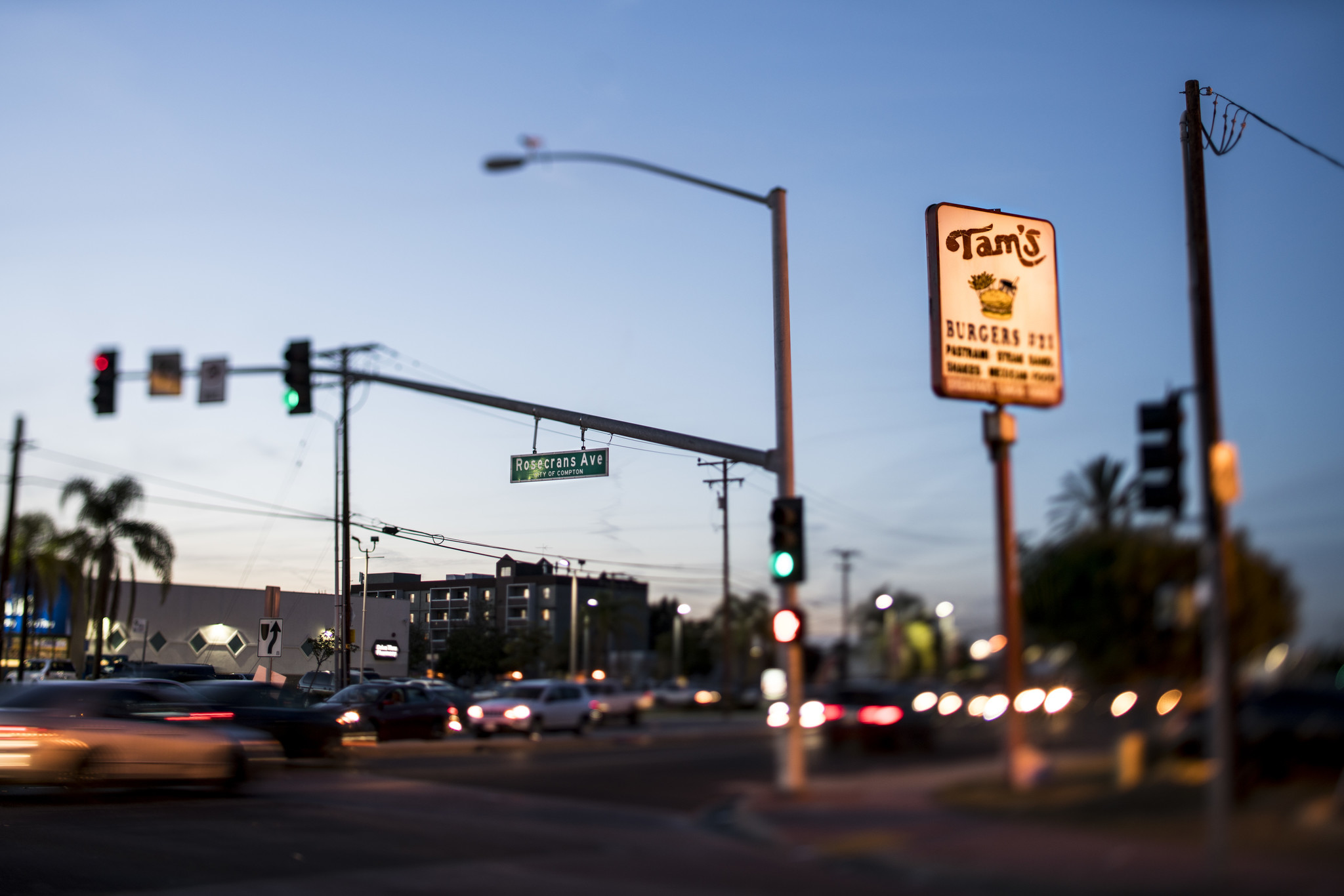 Tam's Burgers on Rosecrans Avenue, which cuts through South L.A. and Compton. (Kent Nishimura / Los Angeles Times)