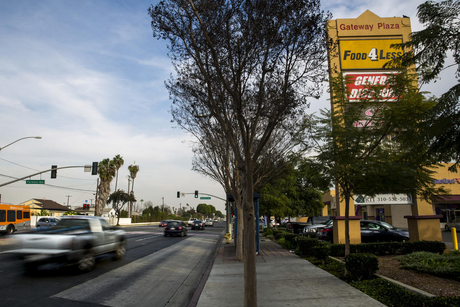 Rosecrans Avenue with the Food 4 Less that Kendrick Lamar rapped about. (Kent Nishimura / Los Angeles Times)