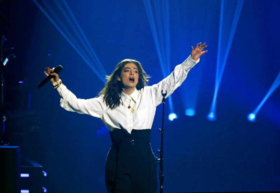 Lorde performs at the 2018 MusiCares Person of the Year tribute honoring Fleetwood Mac. (Carolyn Cole / Los Angeles Times)