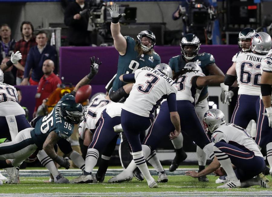 Patriots kicker Stephen Gostkowski misses a 26-yard field-goal attempt during the second quarter. (Tony Gutierrez / Associated Press)
