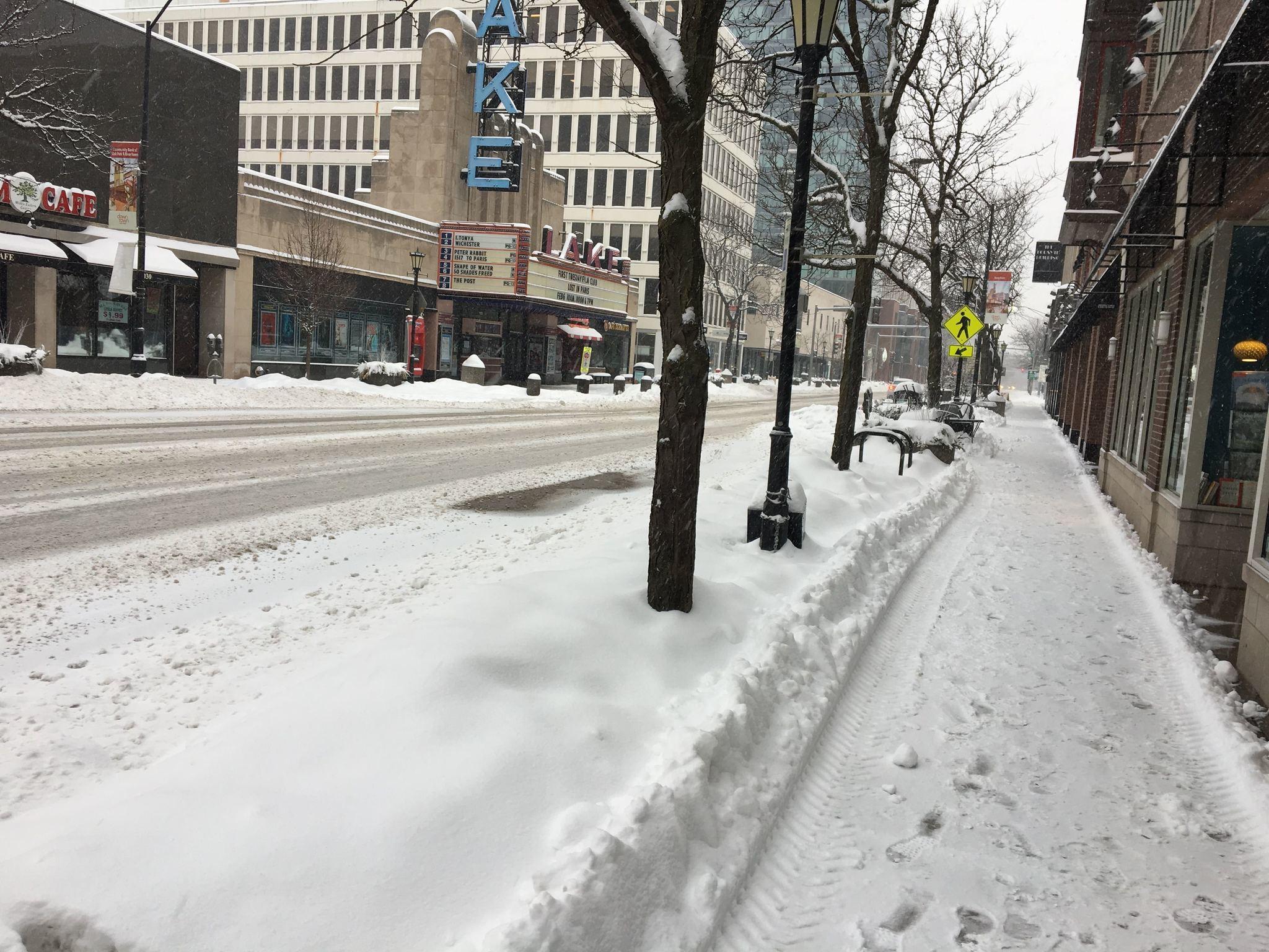 Lo que est cerrado debido a la tormenta de nieve hoy for Esta abierto hoy la maquinista