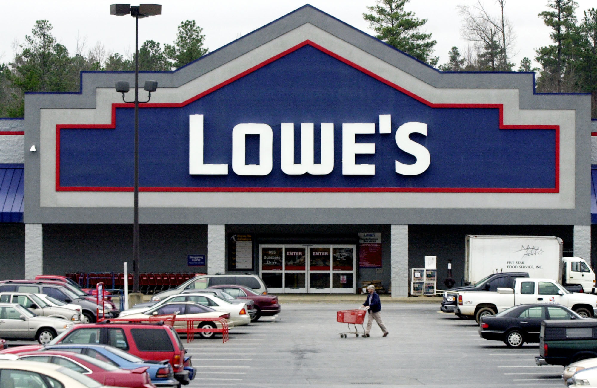 Lowe 39 S And Home Depot Plan To Hire Seasonal Workers